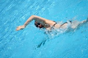 swimming-woman-1306001